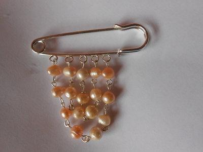 spilla con perle di fiume
