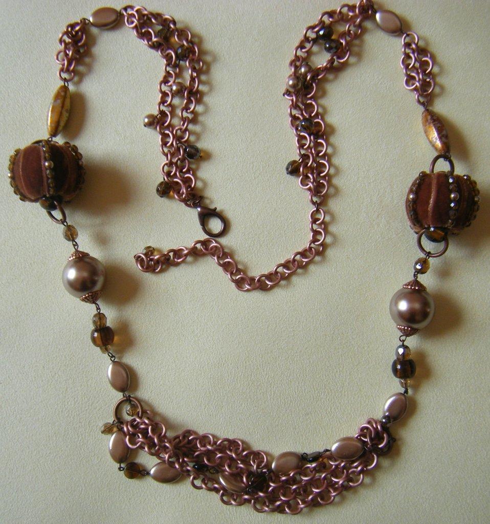collana con catene ,perline e mezzo cristallo