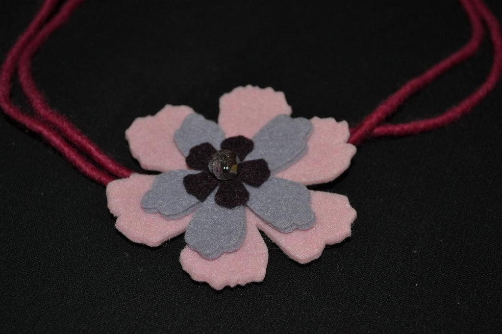 collana feltro fiore rosa e lilla