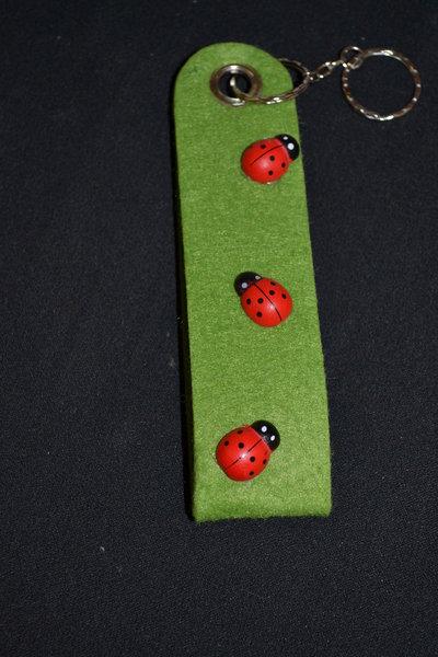 portachiavi in feltro verde con coccinelle