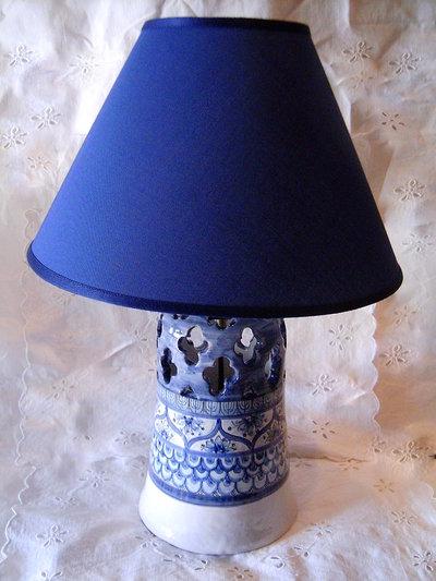 Lampada da tavolo in ceramica.Realizzata interamente a mano.Norvegia.