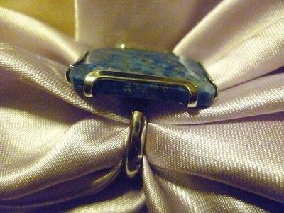 Anello con lapislazzuli tagliati