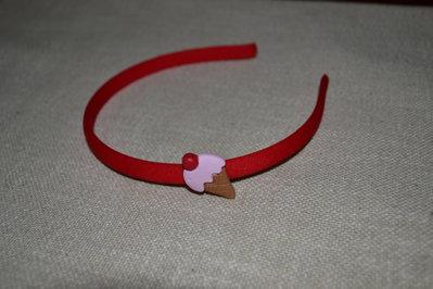 cerchietto rosso con gelato in fimo