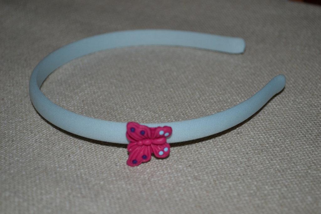 cerchietto azzurro con farfalla fucsia in fimo