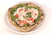 riproduzione realistica della pizza napoletana realizzata con la doppia tecnica ceramica cera ideale come esposizione nelle pizzerie e innovazione per arredo casa