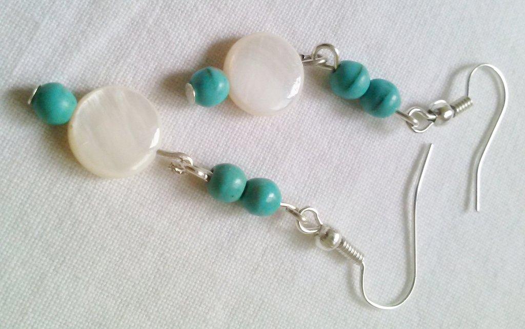 Orecchini Pendenti Perle Color Turchese e Madreperla Bianca