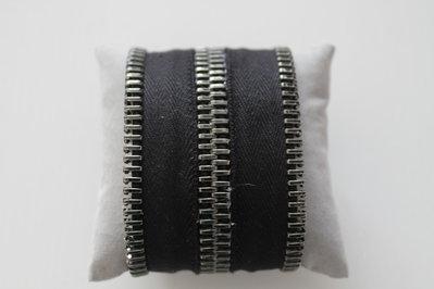 Bracciale rigido zip alto