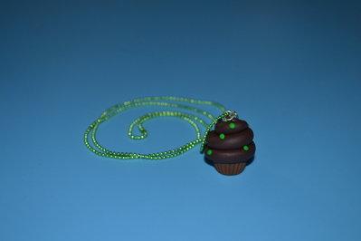 collana cupcake al cioccolato catena a pallini verde