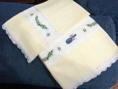 asciugamano e ospite giallino punto a croce