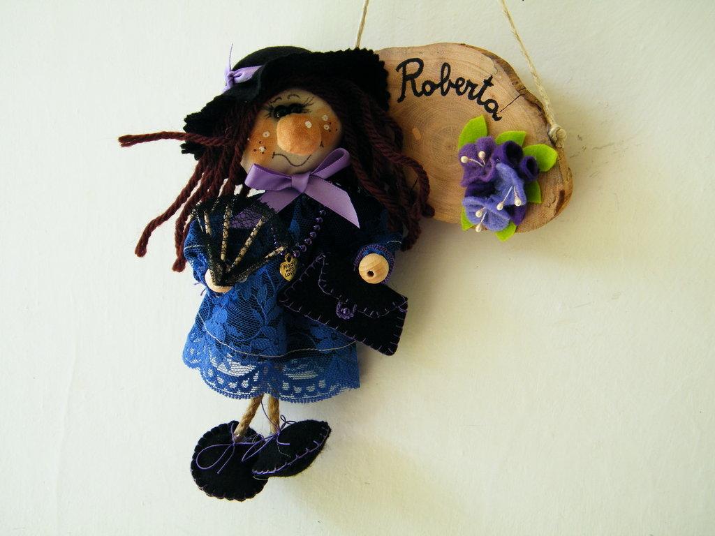 Roberta, la signora di città. Gnomi personalizzati da appendere.