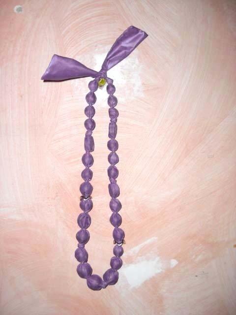 Bellissima collana fatta a mano rivestita in chintz colore viola
