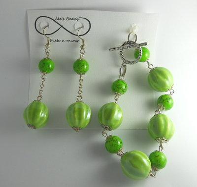 bracciale e orecchini verde lucido