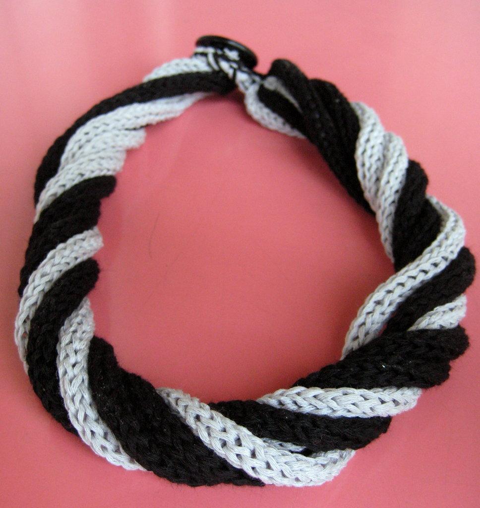 Collana tricotin cotone grigio perla e nero