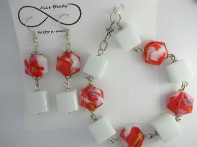 bracciale e orecchini bianco e rosso