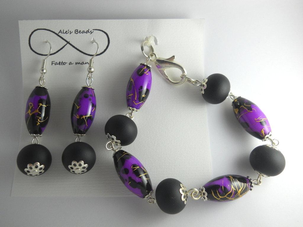 bracciale e orecchini viola e nero