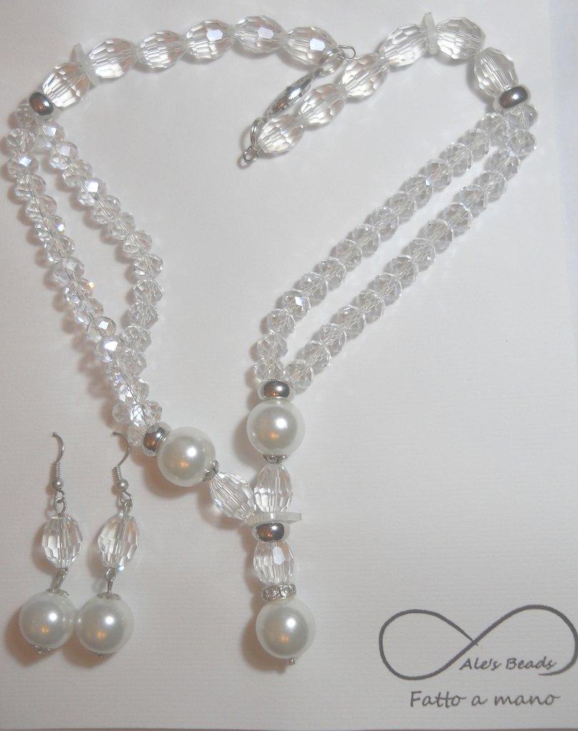 collana e orecchini con perle e strass trasparente