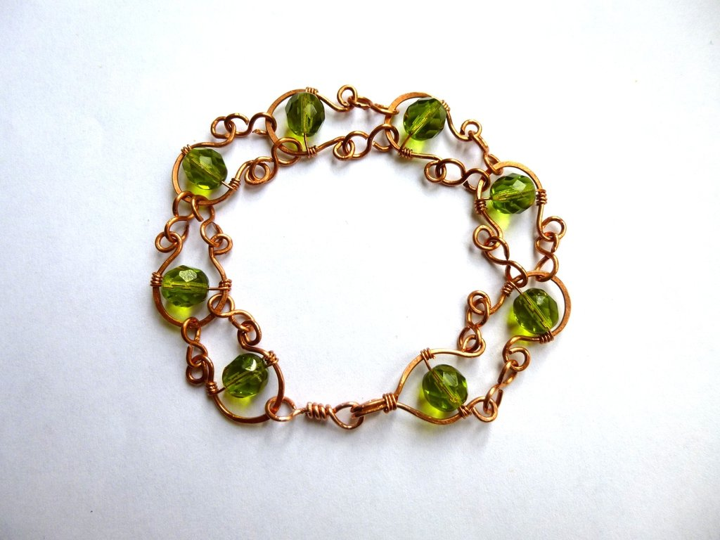 Bracciale in rame e perline verdi