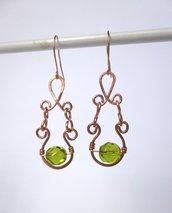 Orecchini in rame e perline verdi
