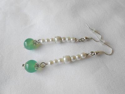 Orecchini con perle e pietra verde