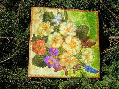 Piastrella con fiori primaverili per la casa e per te decorare