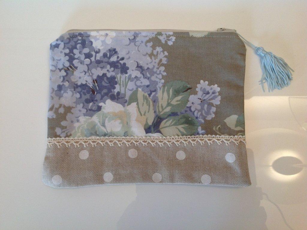 Bustina  in cotone a fiori verde/azzurro con pizzo