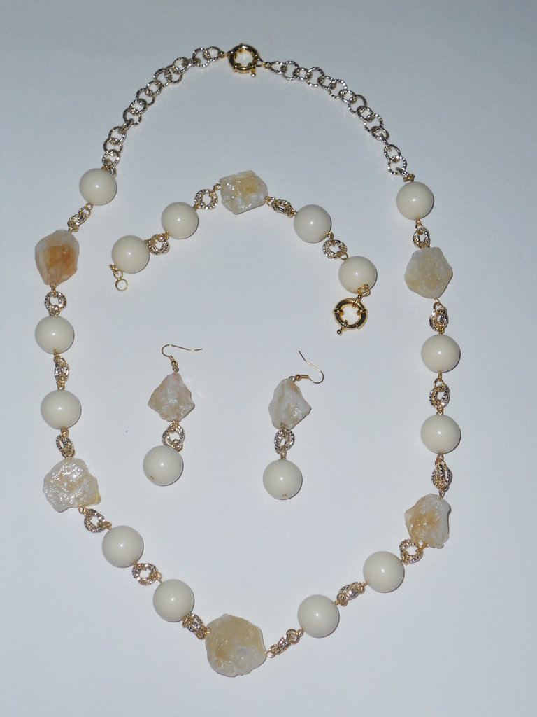 Completo con perle avorio e quarzo bianco