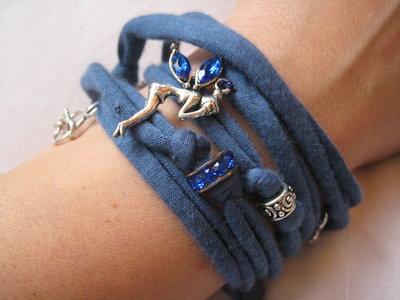 Collana / bracciale in fettuccia con charms