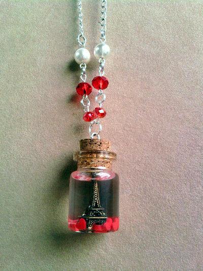Collana con bottiglietta con Torre Eiffel nella resina fimo