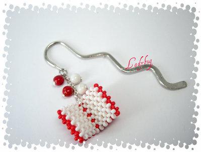 Segnalibro con charm di perline