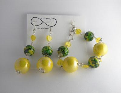 bracciale e orecchini giallo e verde lucido