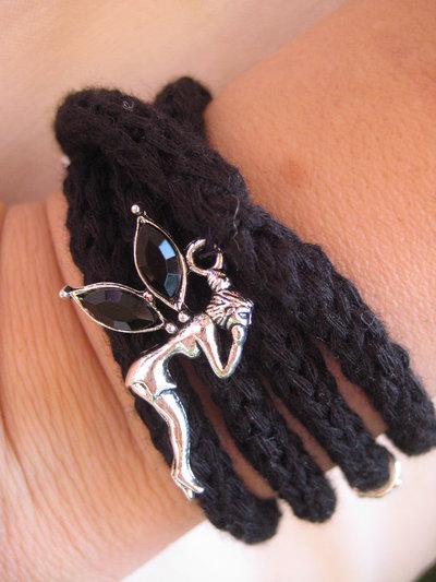 Bracciale / collana tubolare nera e charms