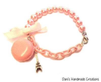 Bracciale metà perle rosa, metà catena di seta rosa con macaron in fimo, torre eiffel e fiocco in raso