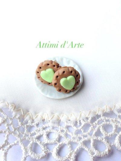 orecchini a lobo biscottino e cuore verde handmade