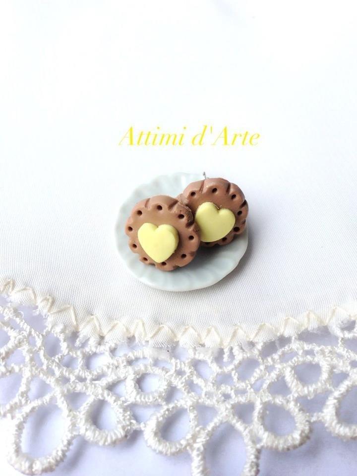 orecchini a lobo biscottino e cuore giallo handmade