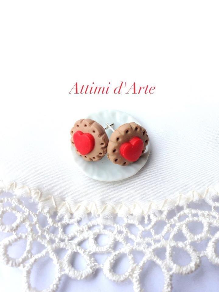 orecchini a lobo biscottino e cuore rosso handmade