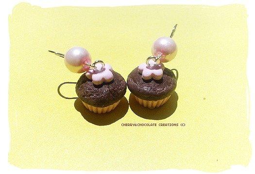 Orecchini muffin con fiore rosa in fimo