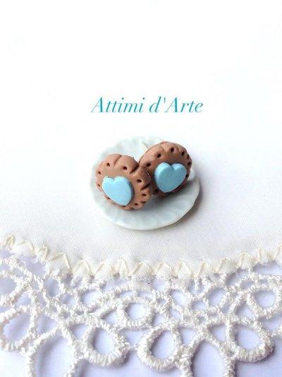 orecchini a lobo biscottino e cuore celeste handmade