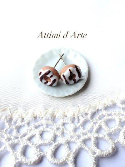 orecchini a lobo mini ciambelline bianche con colate marroni handmade