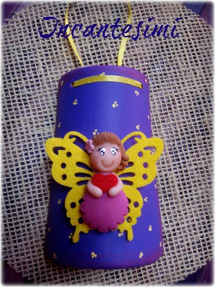 Tegola in Terracotta con fatina in porcellana fredda e ali in feltro