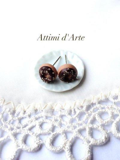 orecchini lobo mini ciambelline con glassa cioccolato e praline handmade