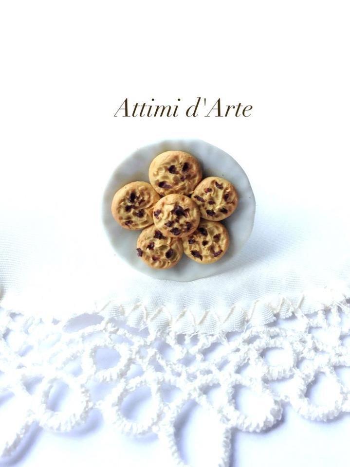 anello regolabile su piattino in ceramica e biscottini cookies handmade