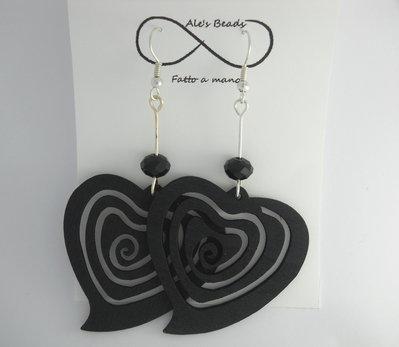 orecchini in legno a cuore neri