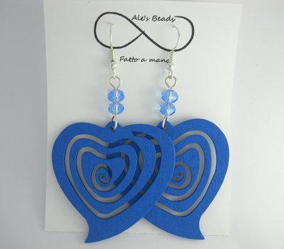 orecchini in legno a cuore azzurri