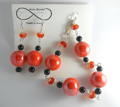 bracciale e orecchini arancione e nero lucido