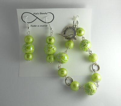 bracciale e orecchini verde chiaro lucido