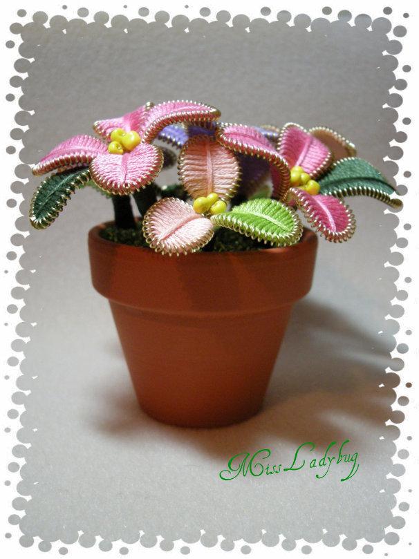 Piantina con fiori di filo moulinè 01