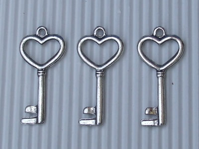 2 charms chiave cuore 35x17mm circa