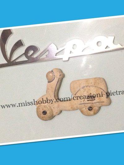 Vespa magnete in pietra