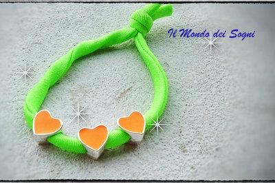 Bracciale verde fluo lycra con cuori arancio moda ESTATE 2013 too late!