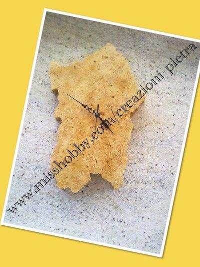 Orologio da muro in pietra